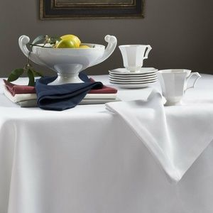 Squire by Sferra Tablecloth Oblong Blue Navy